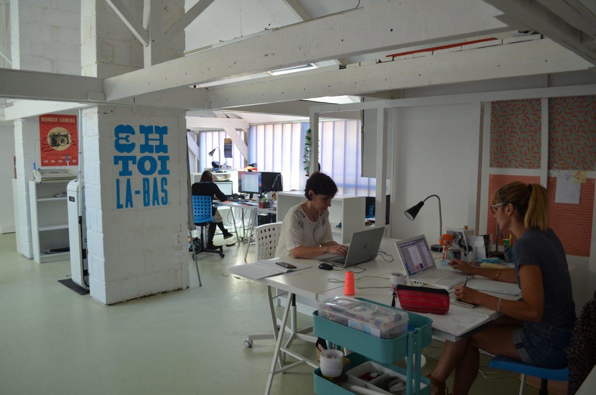 Vue de l'espace de travail collaboratif du Lavoir, coworking à Rennes